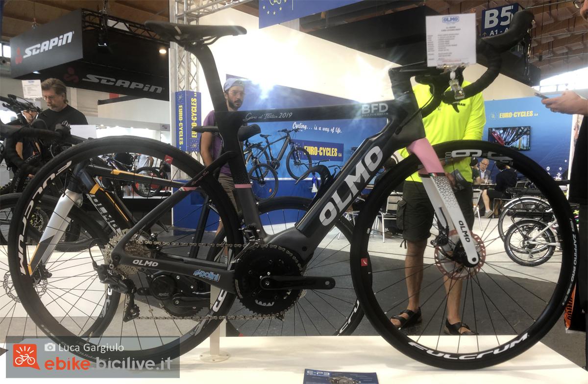 Una bicicletta a pedalata assistita da strada Olmo E-Bro 2020
