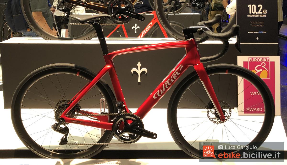 Una bici da corsa a pedalata assistita Wilier Triestina Cento10 Hybrid 2020