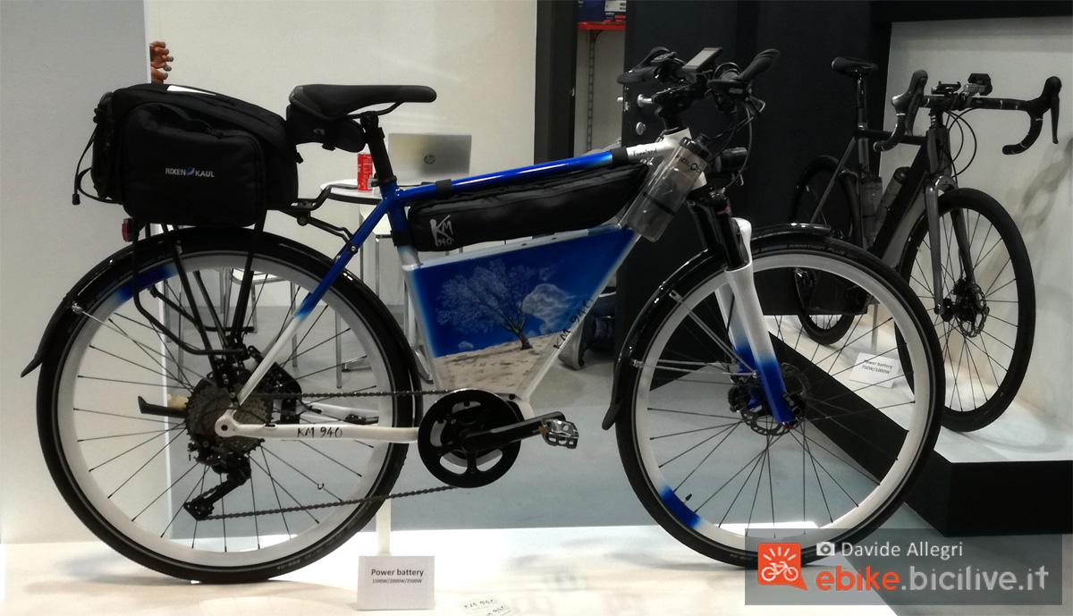 Una e-bike da trekking e cicloturismo Km940 Freeland gamma 2020