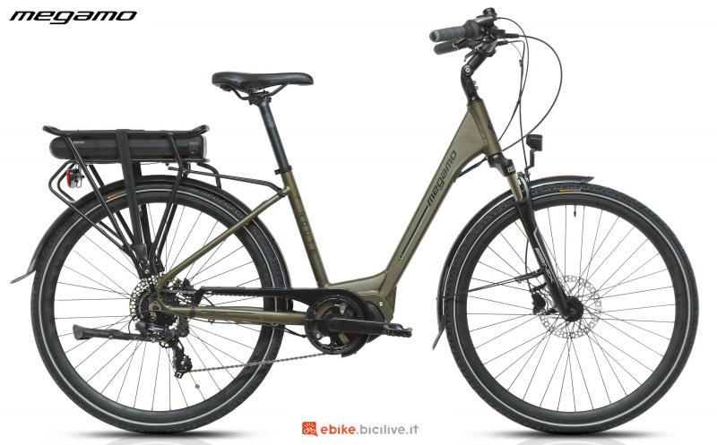 Una bici elettrica a pedalata assistita da città Megamo Route E5000