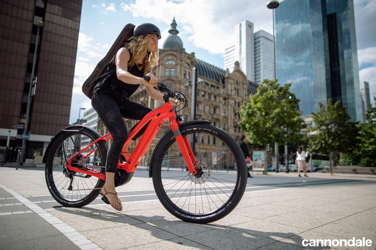 Una ebike urban Canvas Neo dal catalogo Cannondale 2020