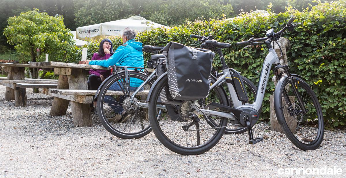 Ciclisti con bici elettriche Cannondale