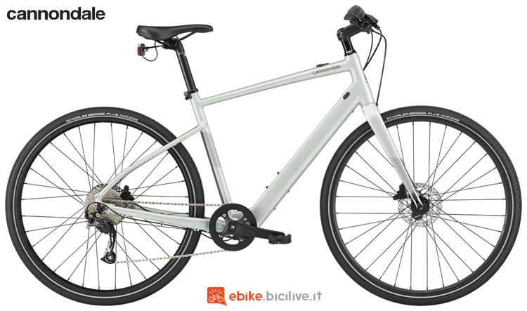 Una bicicletta a pedalata assistita Cannondale Quick Neo 2 SL 2020