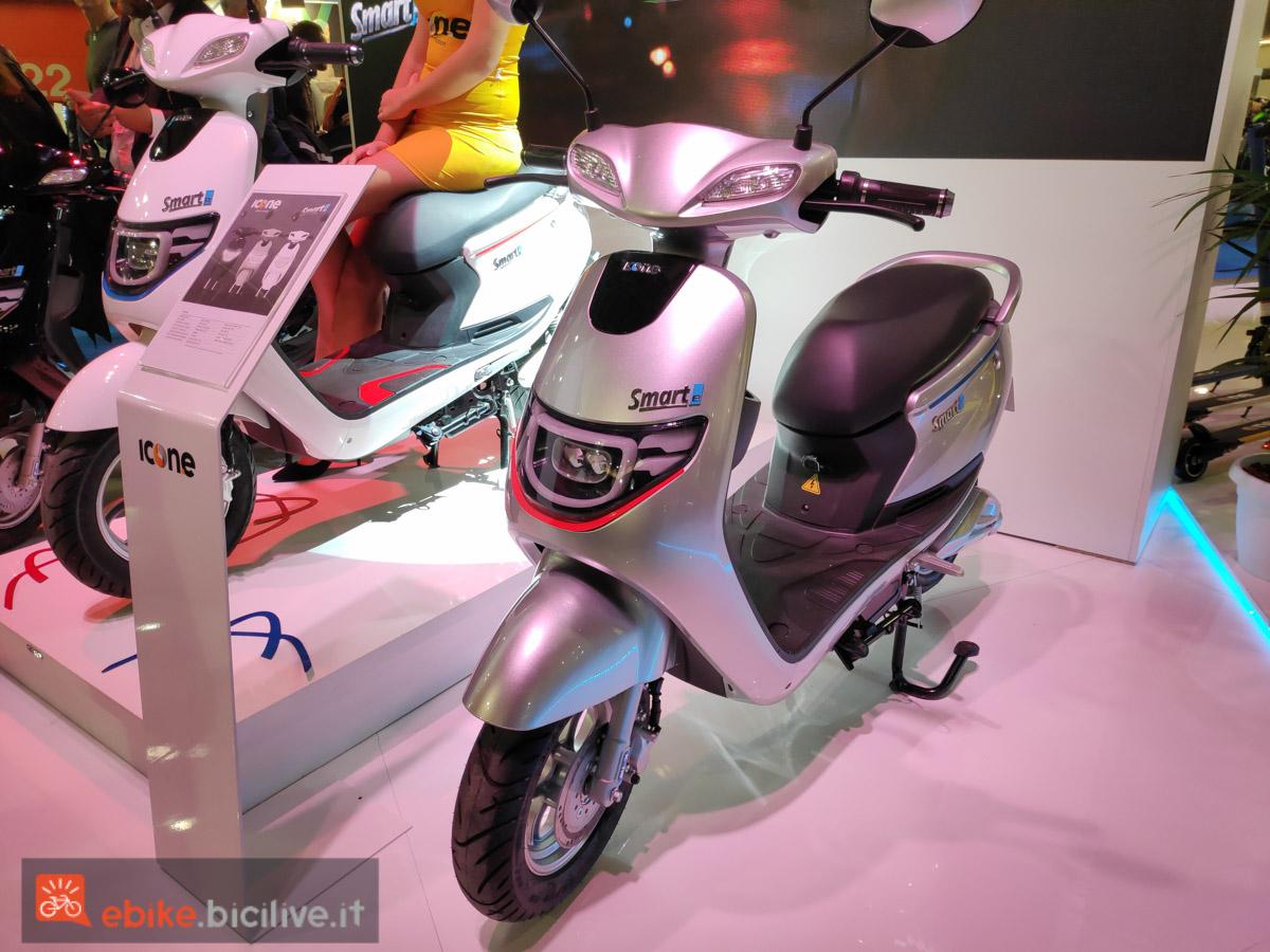 foto dello scooter elettrico smarte di icone