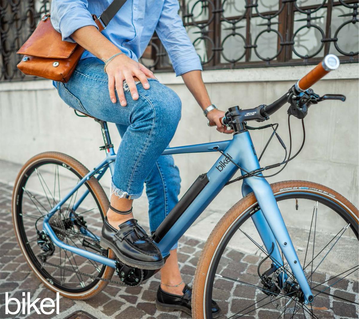 Una bici elettrica da passeggio Bikel Urban+ 2020 con motore Polini E-P3