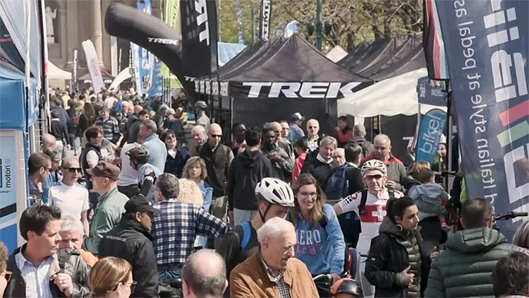 Il molti ciclisti e appassionati presenti a Bikeup