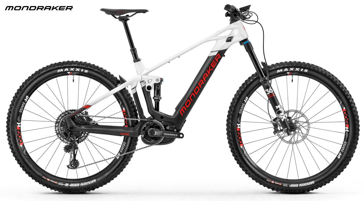 Una mtb a pedalata assistita biammortizzata Mondraker Crafty Carbon R