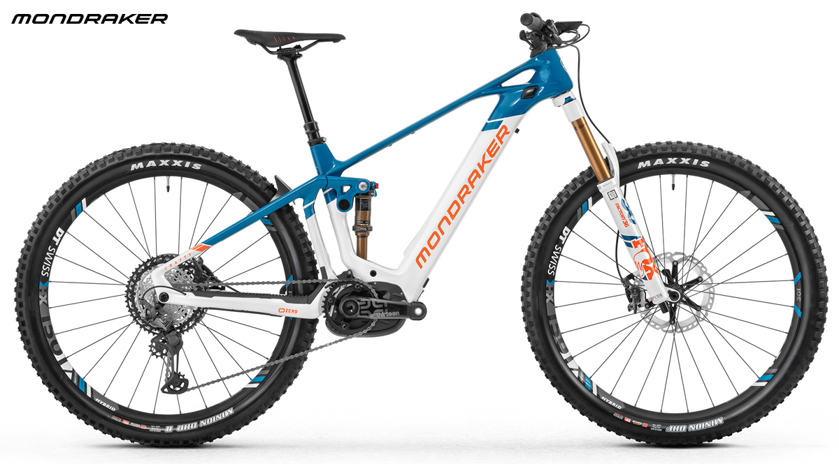Una mountain bike biammortizzata Mondraker Crafty Carbon RR anno 2020