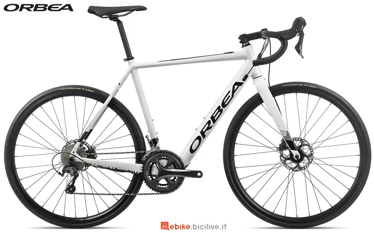 Una bici da corsa elettrica Orbea Gain D40 anno 2020
