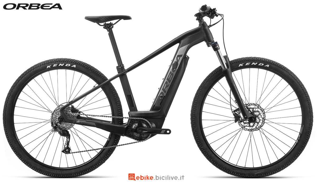 Una mountain bike elettrica Orbea Keram 29 30 dal listino 2020