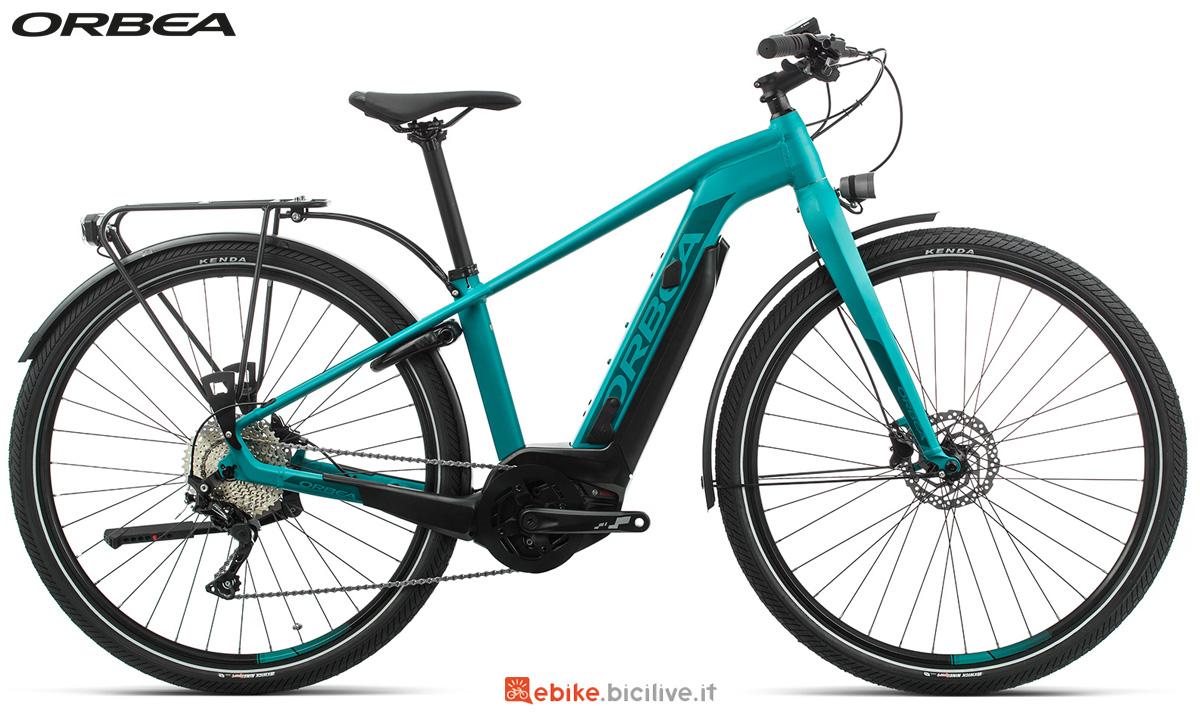 Una bicicletta da passeggio a pedalata assistita Orbea Keram ASPHALT 20