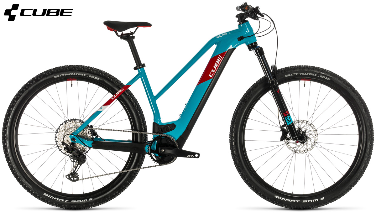 Una ebike Cube Reaction Hybrid EXC 625 29 con telaio da donna e colorazione Petrol n Red