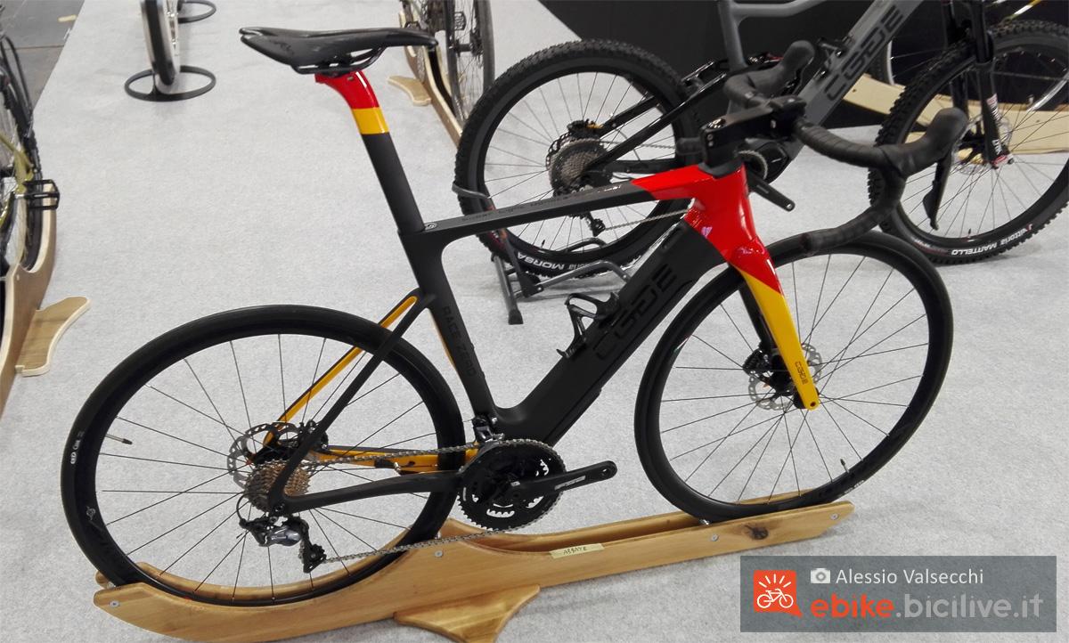 Una bici elettrica e-Road di Edge presente a CosmoBike Show 2020