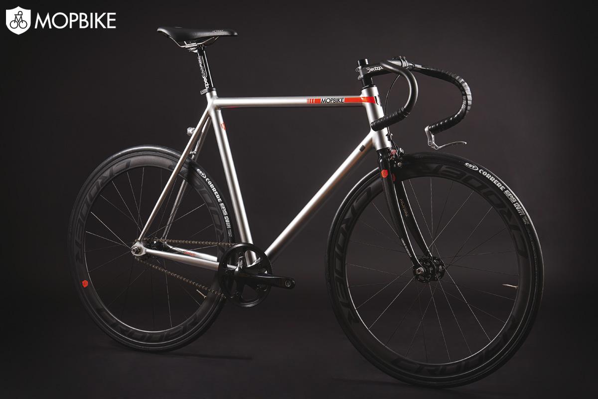 Una bicicletta muscolare del marchio Mopbike