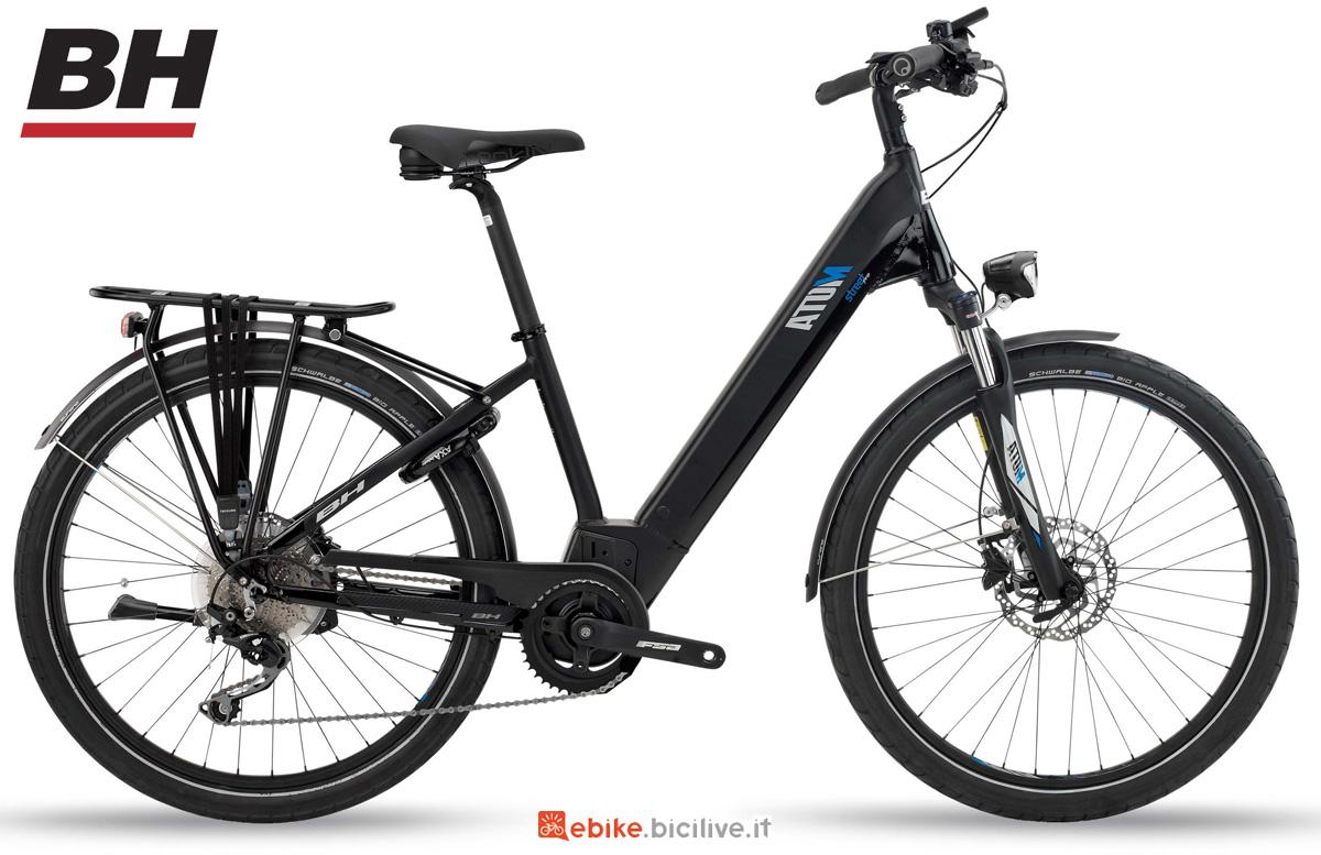 Una bici elettrica da città (eCity) BH ATOM STREET PRO