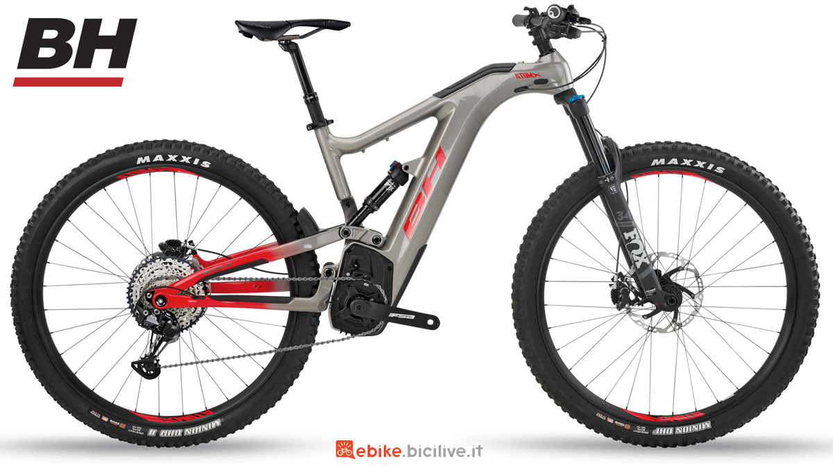Una mountain bike a pedalata assistita BH AtomX CARBON LYNX 5.5 PRO-S 2020