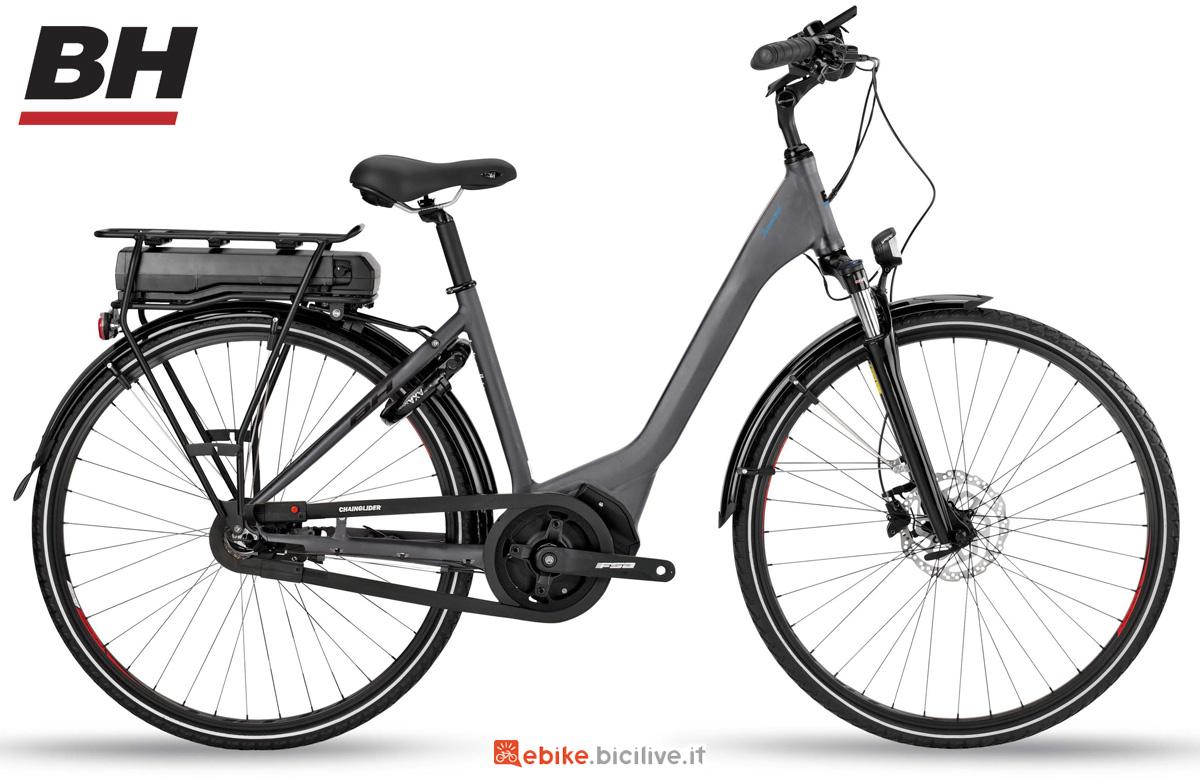 Una bicicletta elettrica per uso urbano BH REBEL DIAMOND WAVE