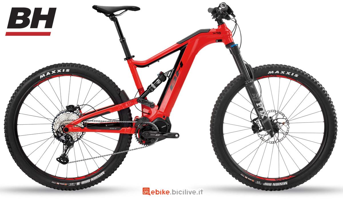Una mountain bike elettrica full suspension BH XTEP LYNX 5.5 PRO-S 2020