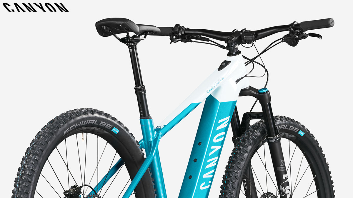 Una ebike Canyon Grand Canyon on 9.0 con montata batteria Shimano Steps E8000