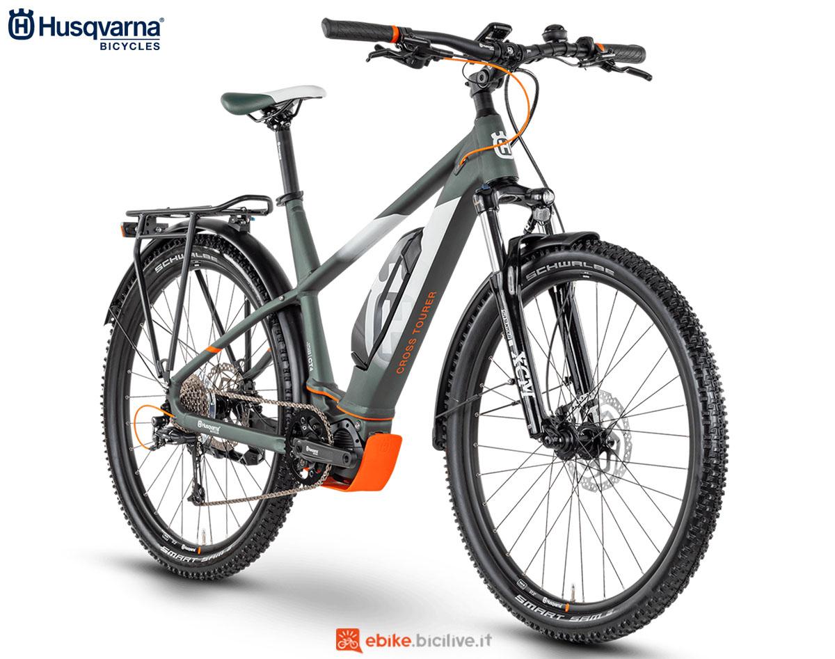 Una bici Husqvarna Cross Tourer CT4 GENT (uomo) 2020