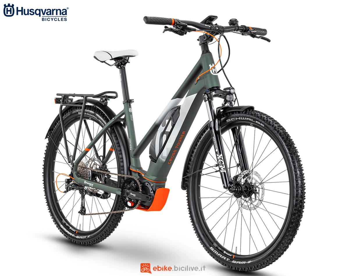 Una bici Husqvarna Cross Tourer CT4 TRAPEZ (donna) 2020