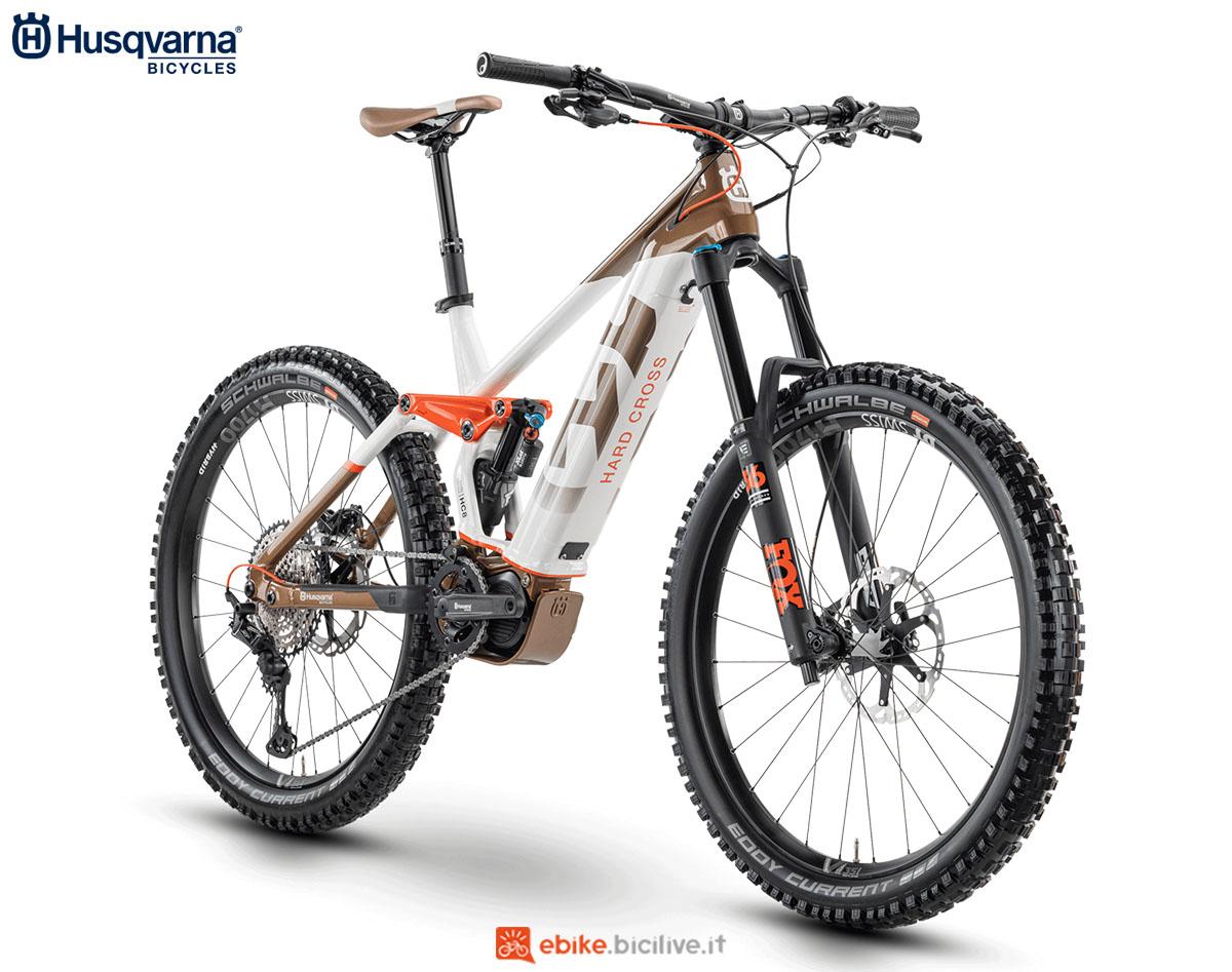 Una bici Husqvarna Hard Cross HC8 2020