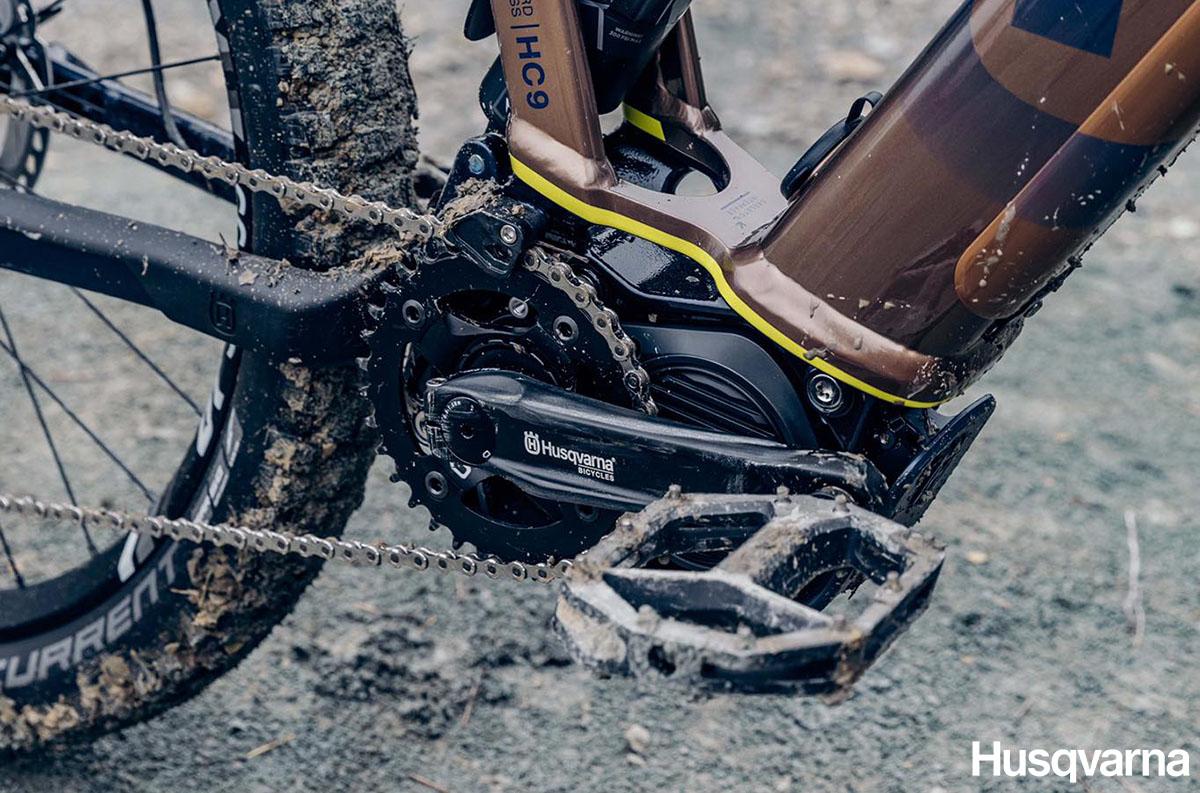 Una ebike Husqvarna con montato motore Shimano STEPS E8000 2020