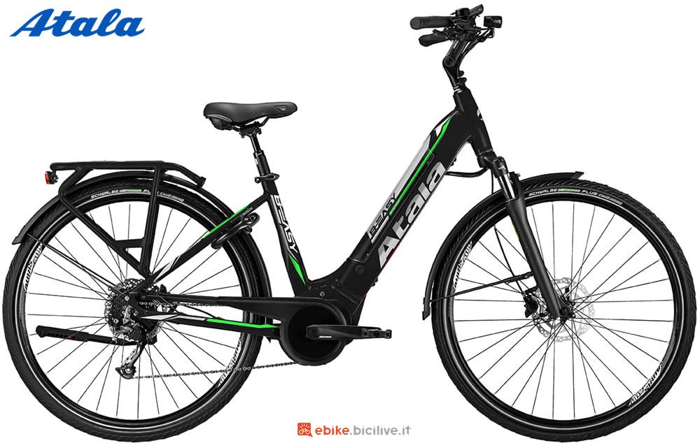 Una bici elettrica per uso urbano Atala B-EASY SL 500