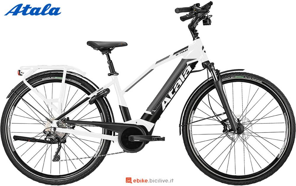 Una bicicletta elettrica da donna Atala B-TOUR XLS LADY 2020