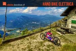 foto di daniela preschern sulla su hand bike elettrica