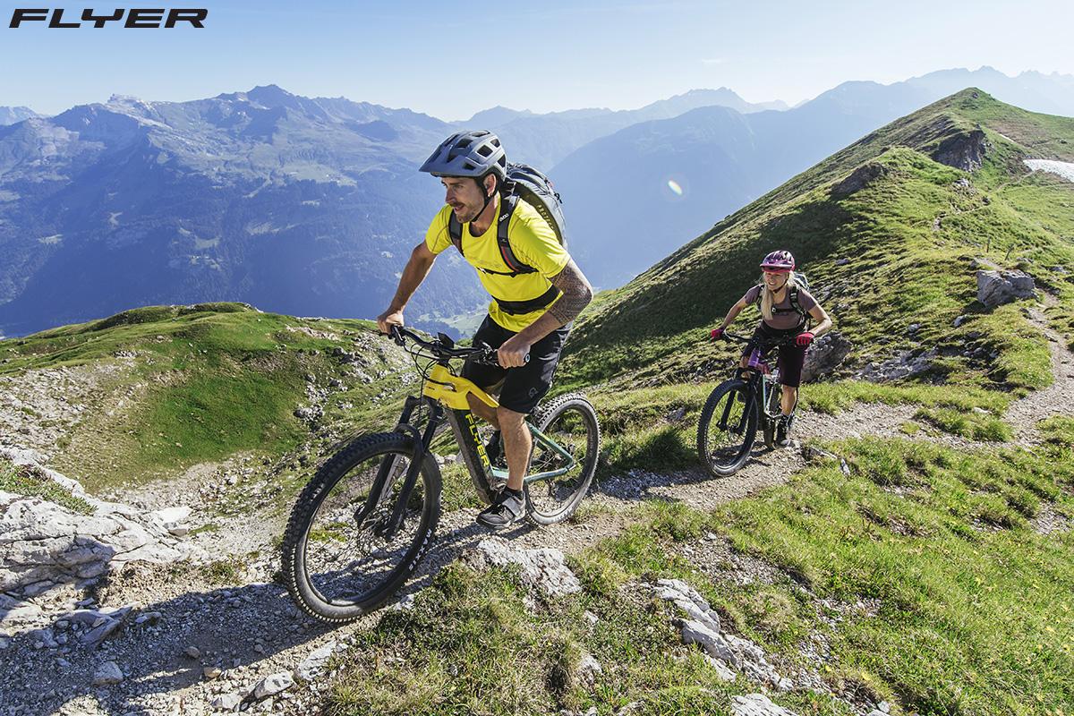 La ebike FLYER Uproc 3 che pedalano in montagna