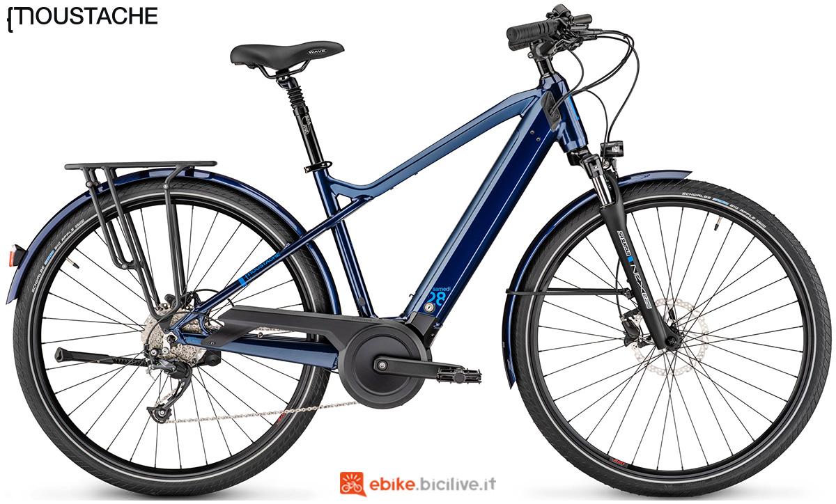 Una bici elettrica Una e-bike Moustache Samedi 28.2 con telaio da uomo