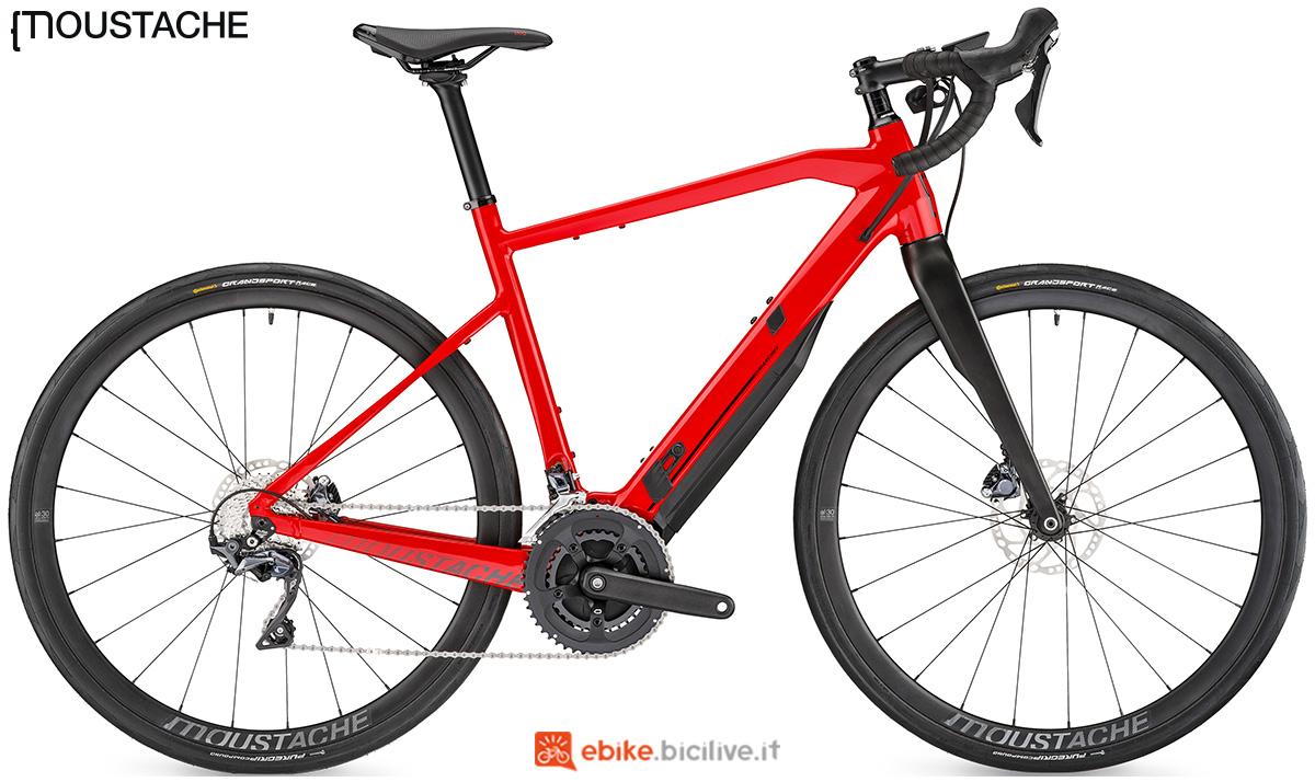 Una bicicletta elettrica eStrada Moustache Dimanche 28.5 gamma 2020