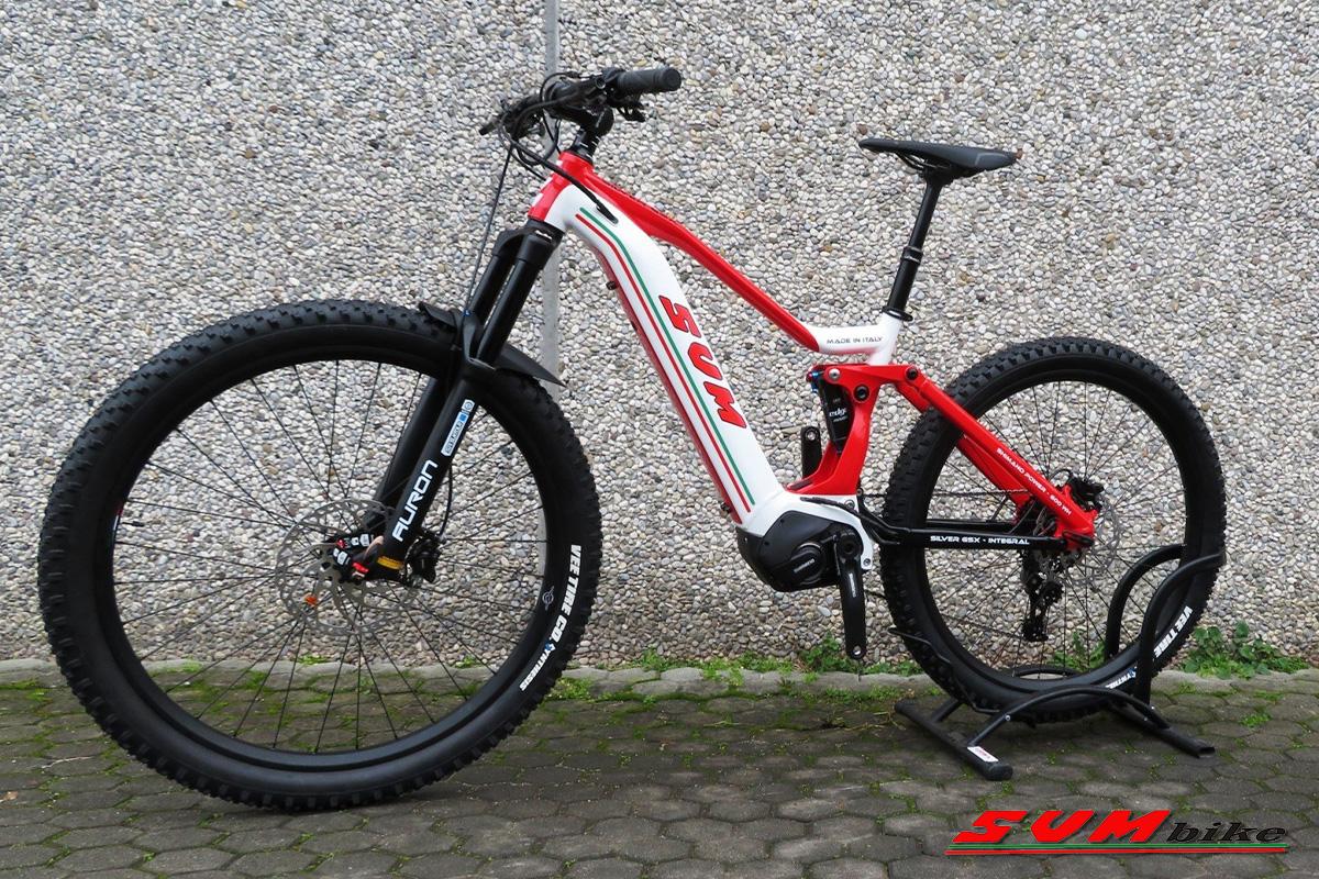 una bici silver gsx ambientata laterale