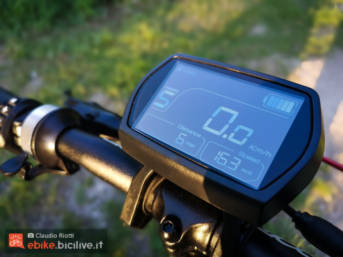 Foto del grande e visibile display della e-fat Italwin K2 MAX