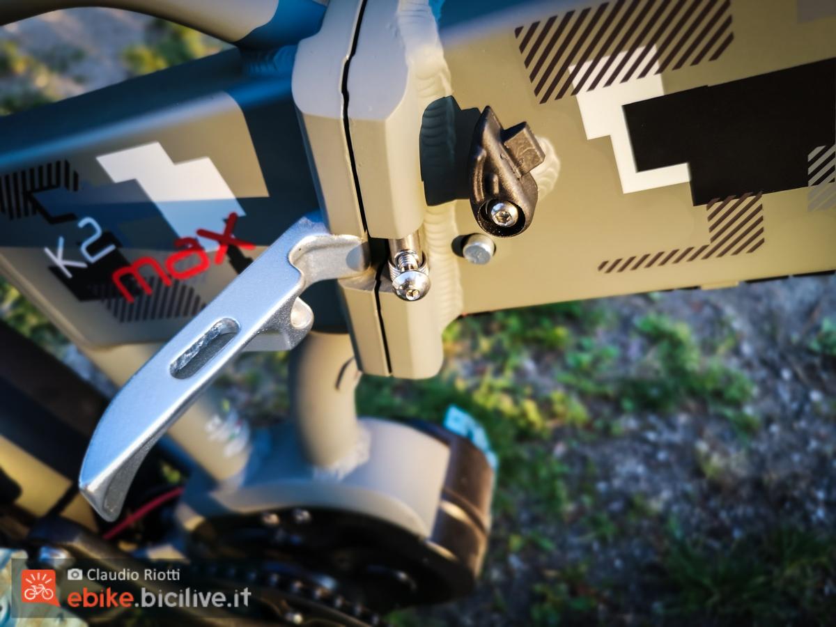 Foto della sicura dello snodo del telaio della ebike K2 MAX