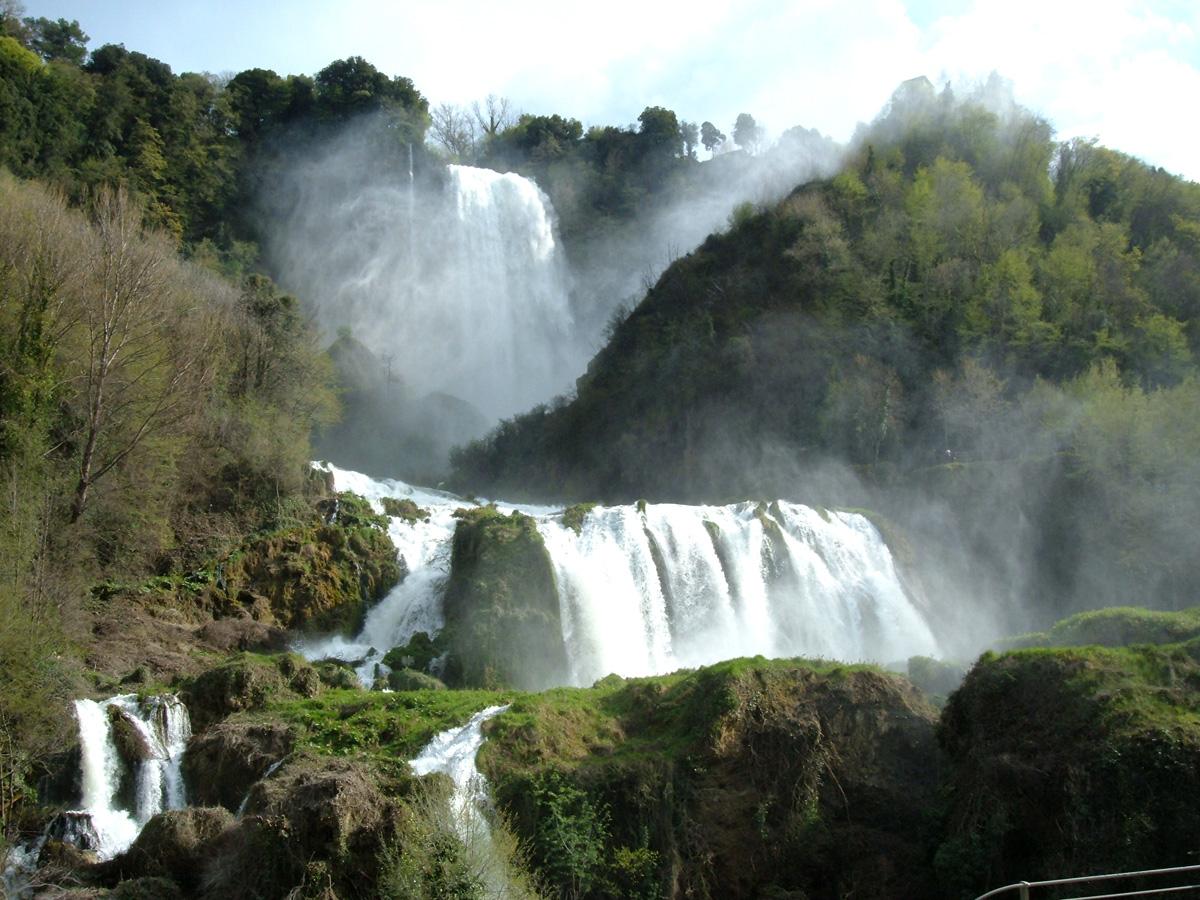 Una foto della Cascata delle Marmore in provincia di Terni, Umbria (Italia)