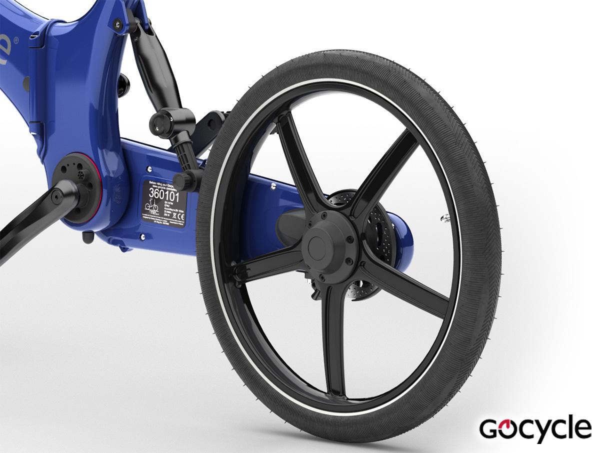 Dettaglio della ruota PitstopWheel montata su una Gocycle di colore blu