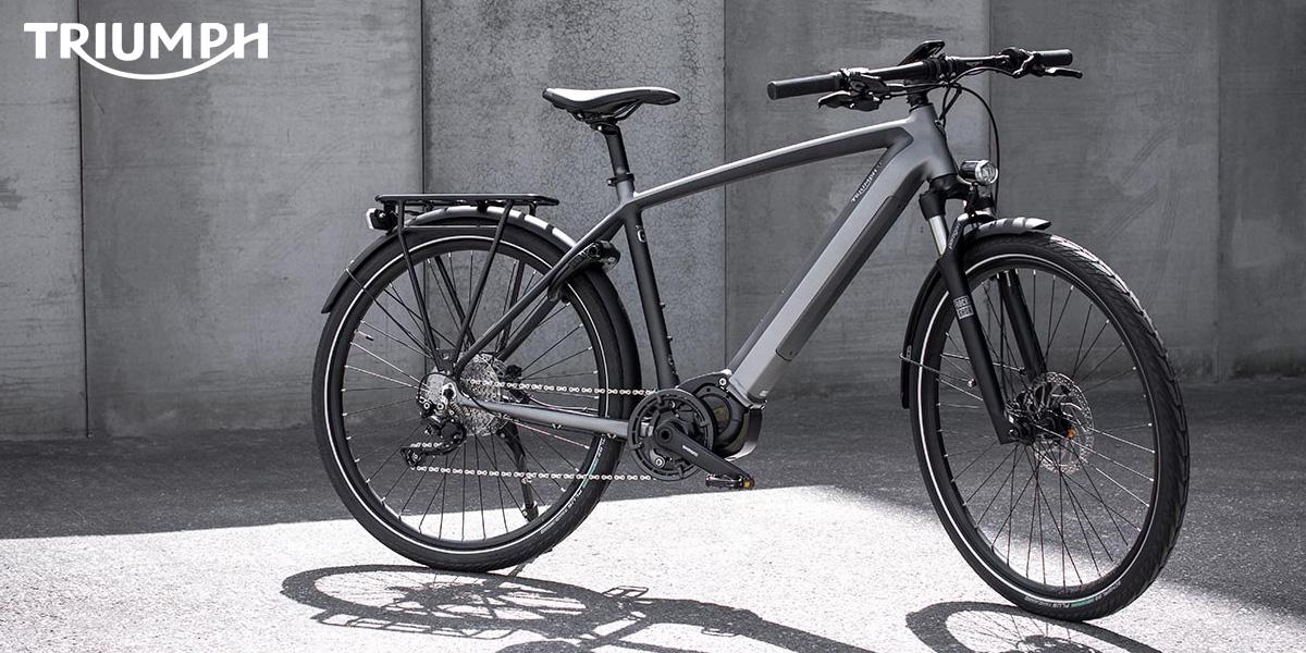 Una bici elettrica a pedalata assistita Triumph Trekker GT