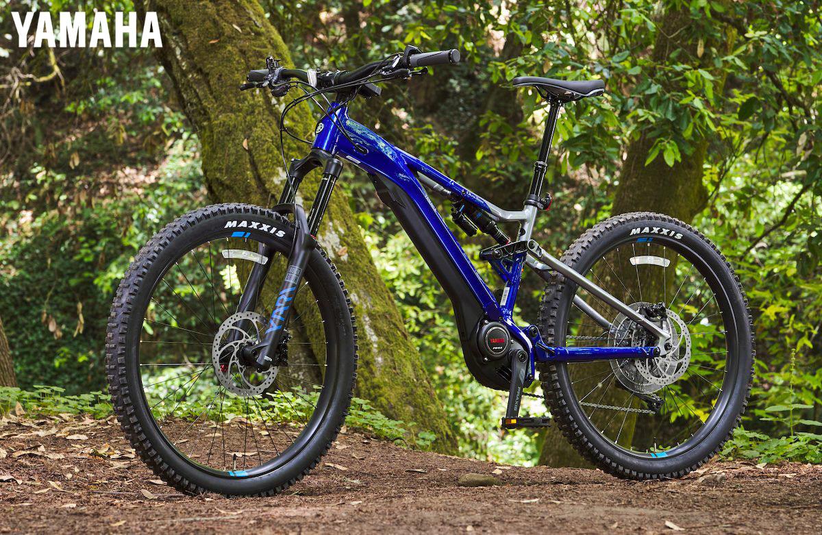 La nuova ebike Yamaha YDX-Moro Pro in colorazione Podium Blue/Nickel
