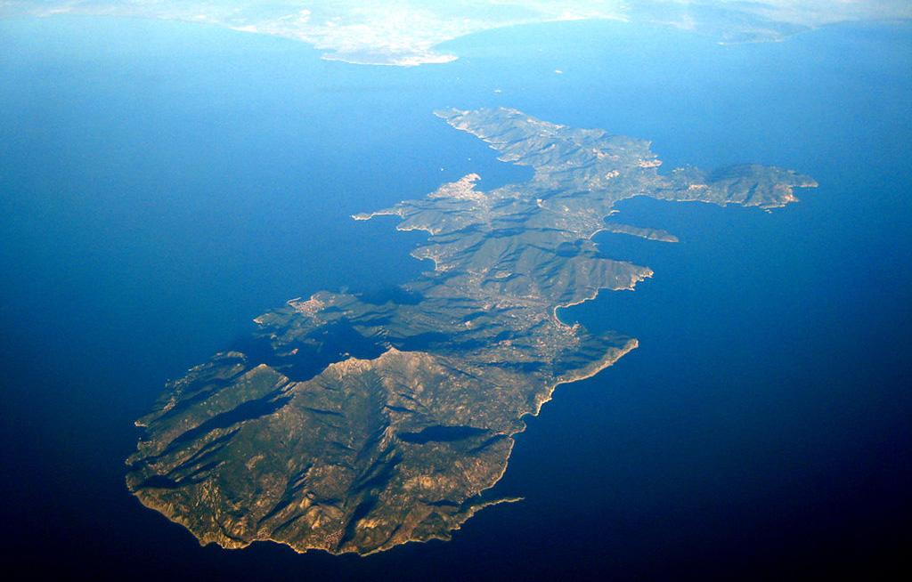Vista aerea panoramica dell'Isola d'Elba in Toscana