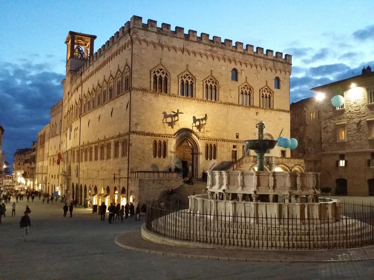 Piazza IV Novembre a Perugia con il Palazzo dei Priori e la Fontana Maggiore
