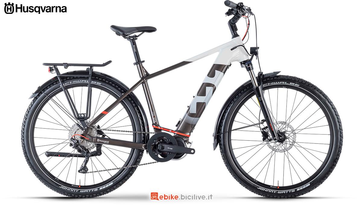 La nuova ebike da trekking 2021 Husqvarna Cross Tourer 4 Gent