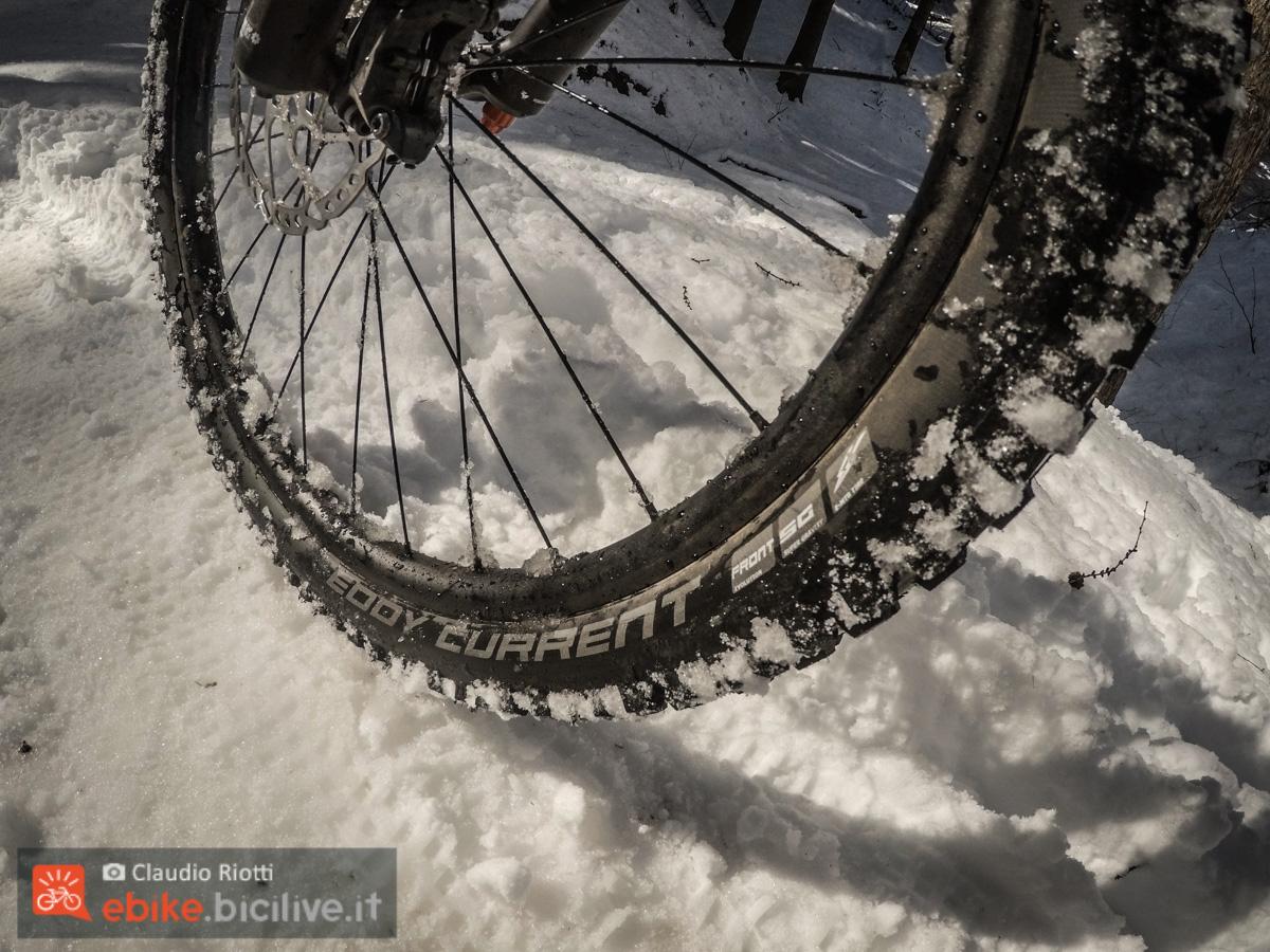 Foto del pneumatico per eMTB Eddy Current nella neve
