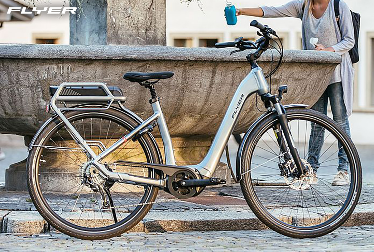 La nuova ebike da città Flyer Gotour2 2021 appoggiata sul cavalletto