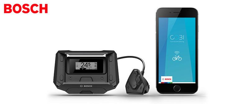 Un Bosch Smartphonehub acceso con monitor a fianco di uno smartphone