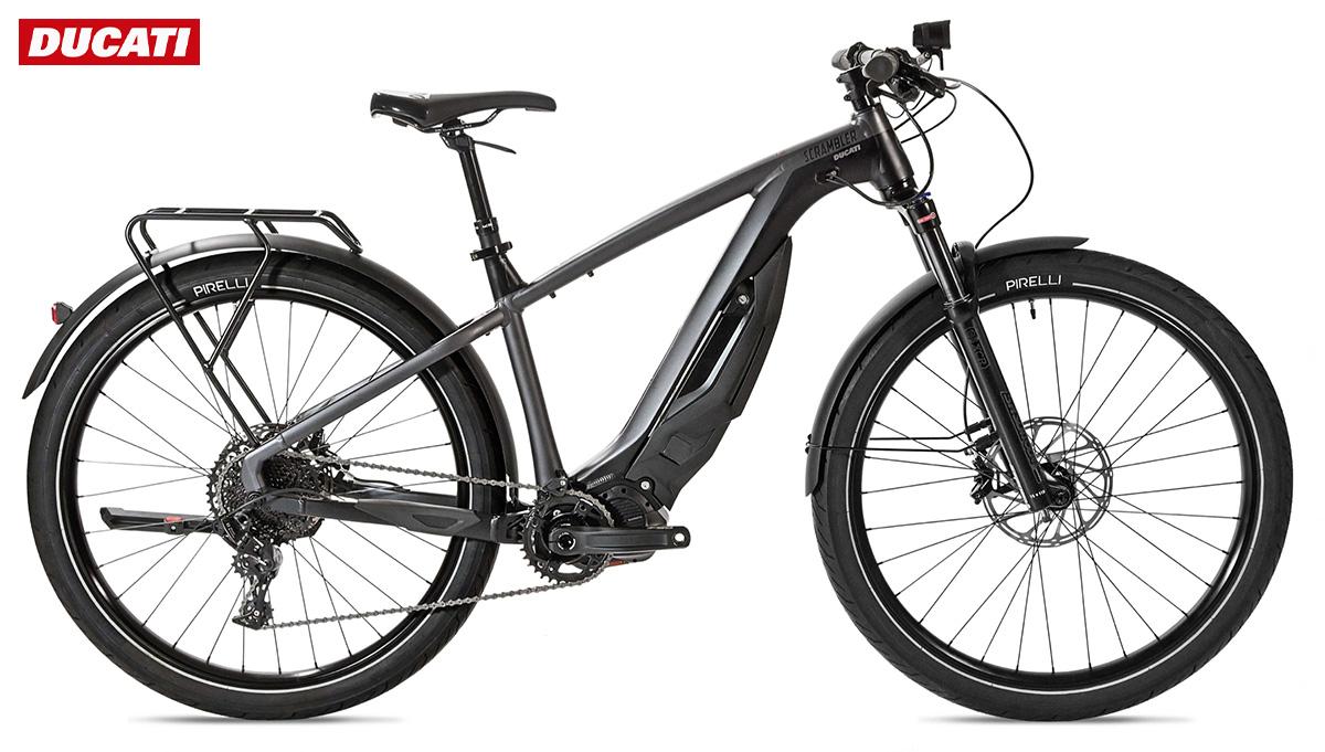 La nuova bici etrekking Ducati E-Scrambler 2021 vista lateralmente