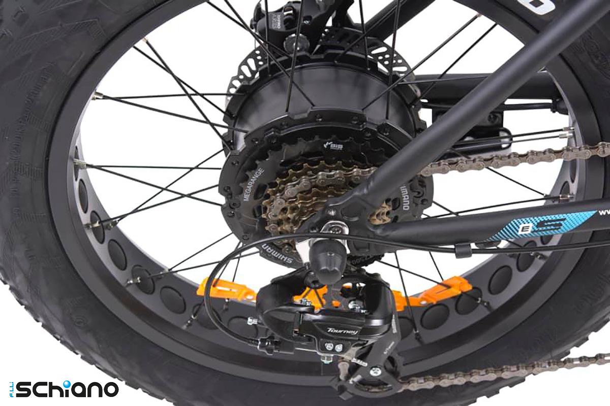 Il dettaglio del motore al mozzo  sulla nuova ebike fat Fratelli Schiano E-Boss 2021