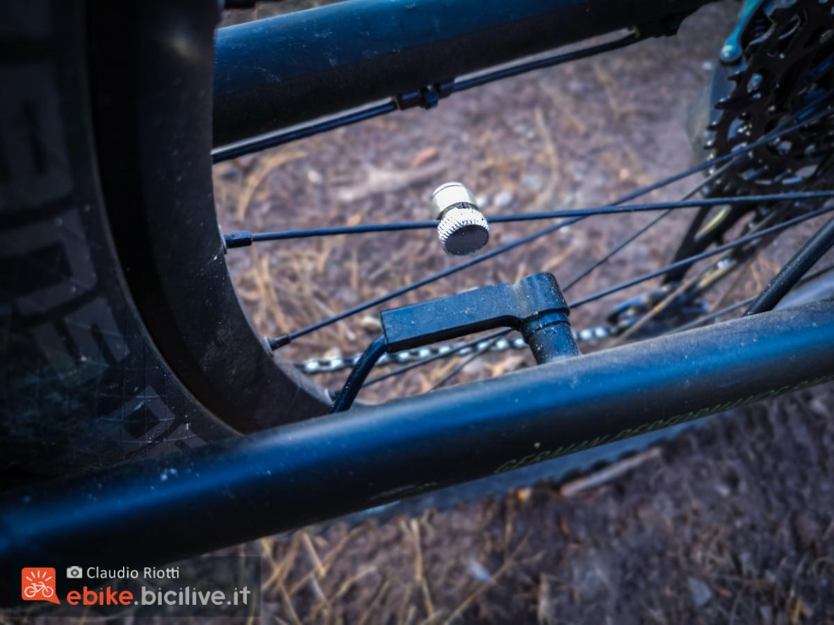 Foto del sensore sulla ruota della ebike R Raymon 11.0 2021