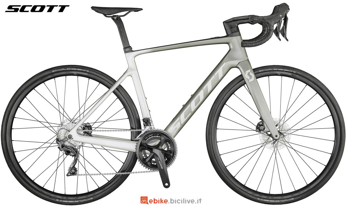 Una bicicletta a pedalata assistita da corsa Scott Addict eRide 20 stagione 2021